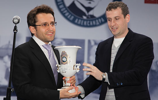 http://www.chessbase.com/Portals/4/files/news/2013/alekhinemem/closing03.jpg