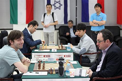 http://www.chessbase.com/Portals/4/files/news/2013/beijing/beijing1003.jpg