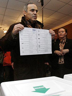 Garry en la urna para votar