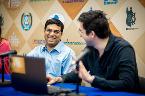 http://en.chessbase.com/Portals/4/files/news/2014/events/candidates/anandkramnik02.JPG