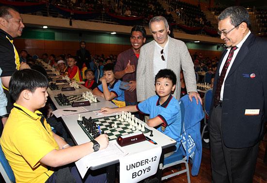 Madrid mueve Kasparov32-malaysia