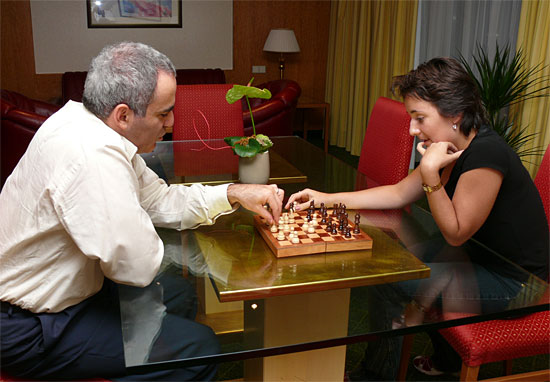 Madrid mueve - Страница 2 Kasparov37-lagno
