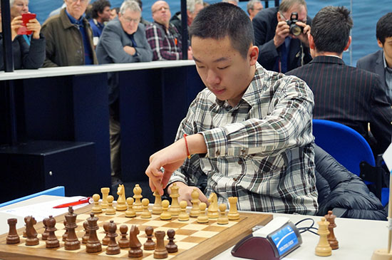 GM Wei Yi on the march to victory! Photo by Nadja Wittmann.