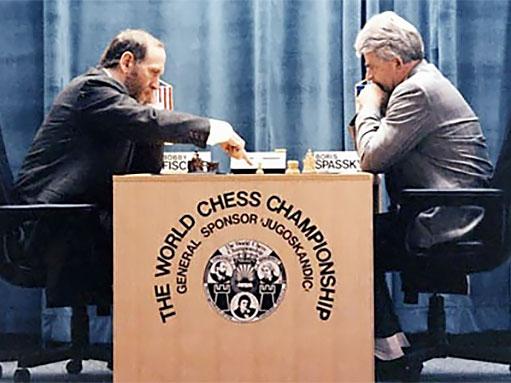 Daniel King Analyzes Bobby Fischer Part 1  Chessbase-9417