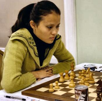 http://www.chessbase.com/news/2005/aketaeva01.jpg