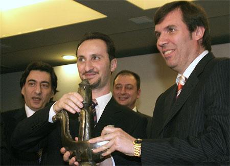 http://en.chessbase.com/news/2006/elista/danailov02.jpg