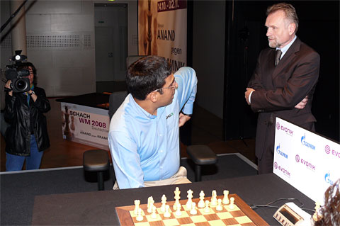 Seat needs some adjusting. Photo © Frederic Friedel, ChessBase.