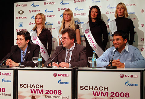 Press Conference. Photo by Frederic Friedel (ChessBase).