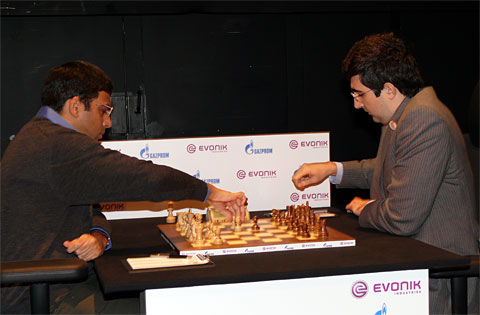 Anand and Kramnik pawn off. Photo by Frederic Friedel/ChessBase.