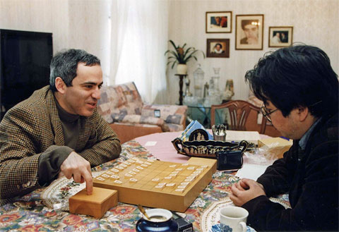Garry Kasparov playing Eiichiro Ishiyama, a 3-dan player.