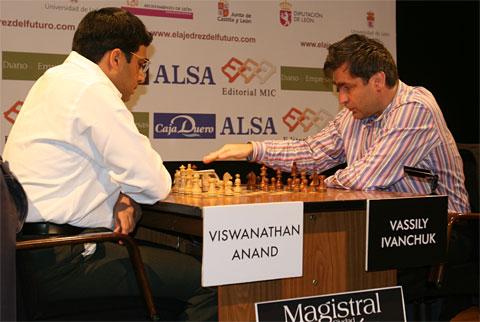 Anand (kiri) - Ivanchuk (kanan)