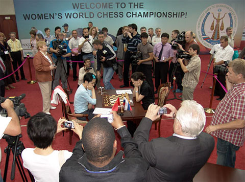 Alexandra Kosteniuk and Hou Yifan in a thrilling finale. Media interest was keen and several website were covering the event. Photo by Evgeny Atarov for FIDE.