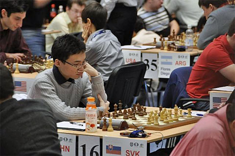 Yu Yangyi enroute to beating Sergei Movesesian.