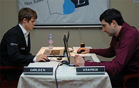 http://www.chessbase.com/news/2010/amber/round08-01.jpg