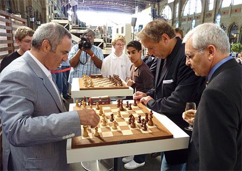 http://www.chessbase.com/news/2010/kasparov08.jpg