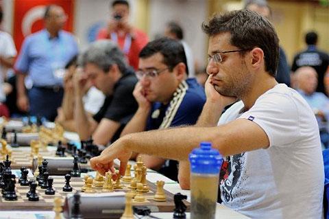 http://www.chessbase.com/news/2012/istanbul/r11-06.jpg