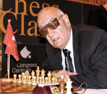 http://en.chessbase.com/portals/4/files/news/2005/mainz/korchnoi01.jpg