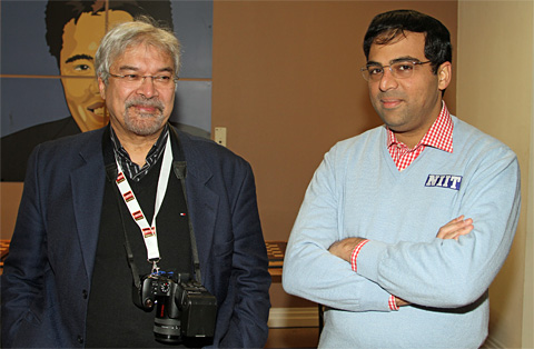 http://en.chessbase.com/portals/4/files/news/2010/london/anand09-friedel.jpg