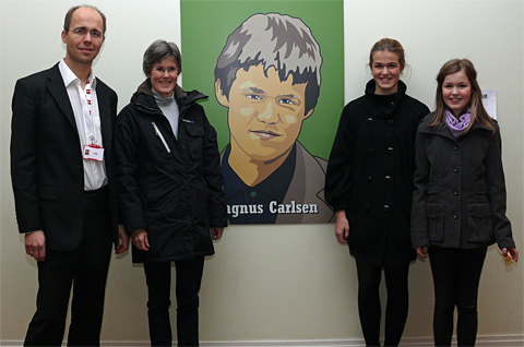 Photo of Magnus Carlsen & his  Mother  Sigrun Øen