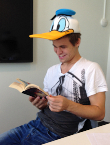 Friendly relations: Magnus Carlsen and Donald Duck Magnus%20Pocket