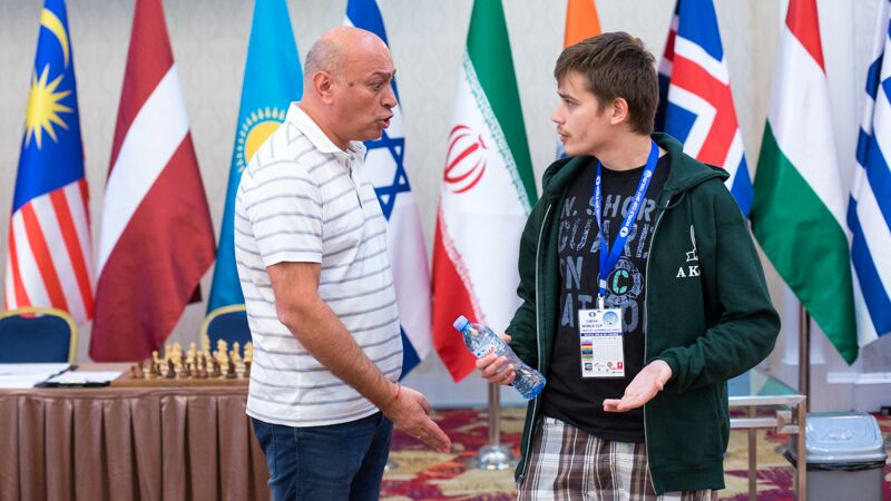Zurab Azmaiparashvili and Anton Kovalyov, photo by Chess.com / Maria Emelianova