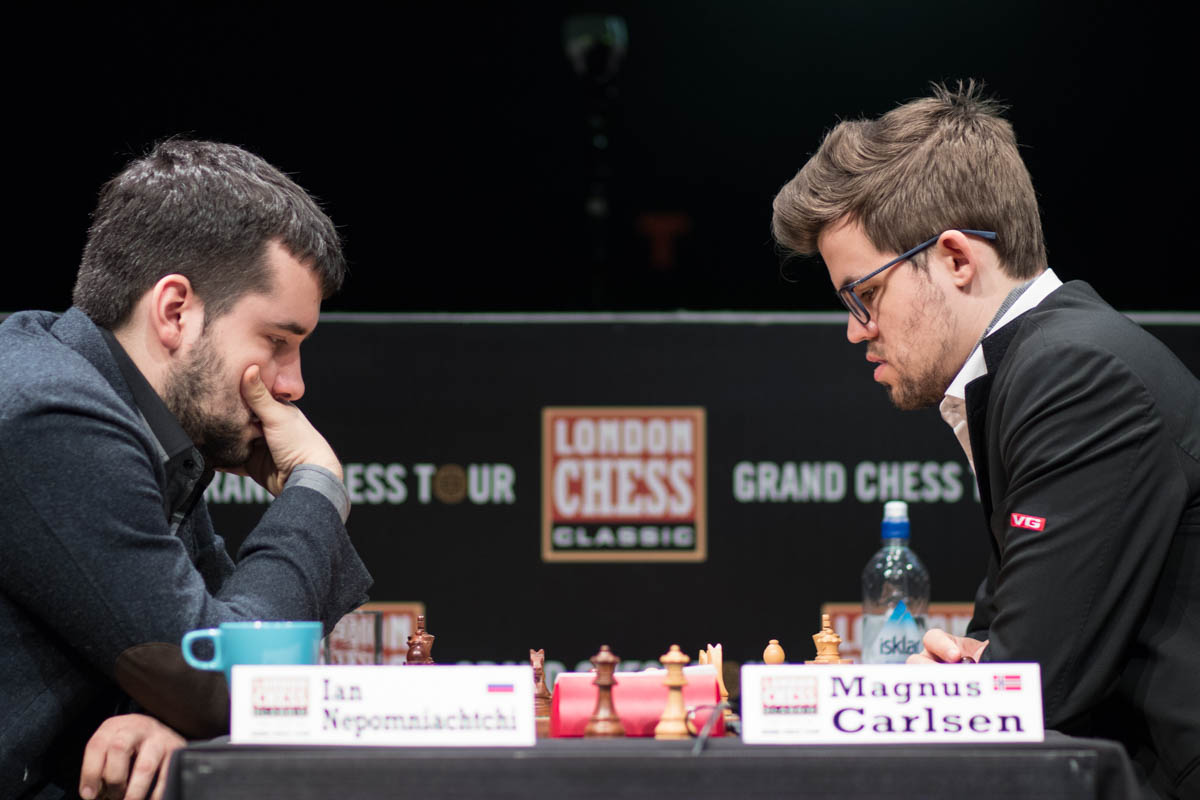 Ian Nepomniachtchi and Magnus Carlsen