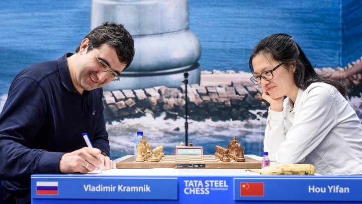 Vladimir Kramnik and Hou Yifan