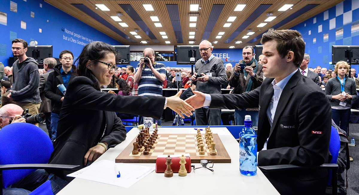 Hou Yifan and Magnus Carlsen