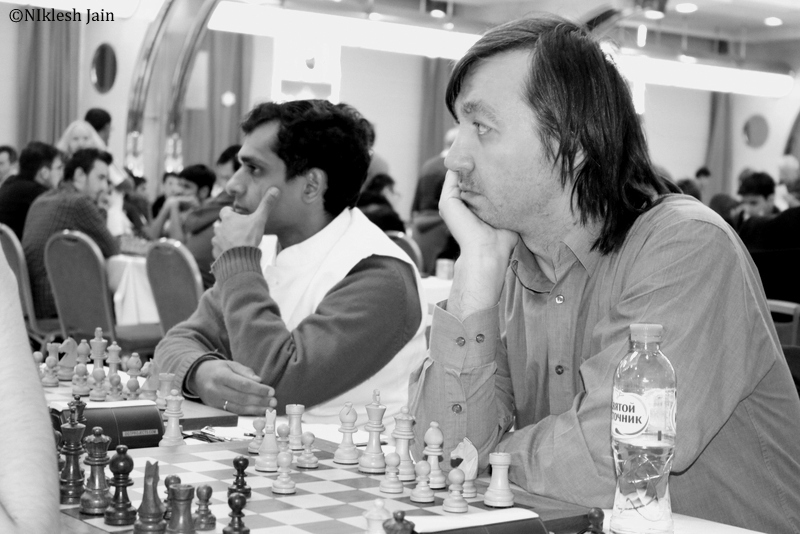 Gata Kamsky and Krishnan Sasikiran during their eighth round game at the Aeroflot Chess Open 2018