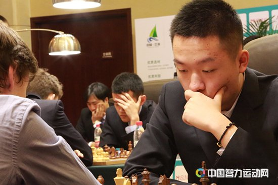 Wei Yi during his first round game against Daniil Dubov