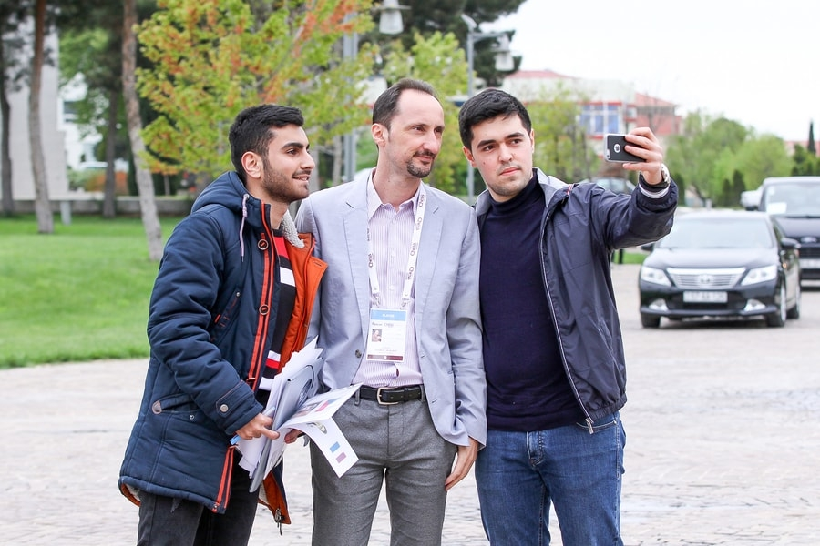 Topalov with fans