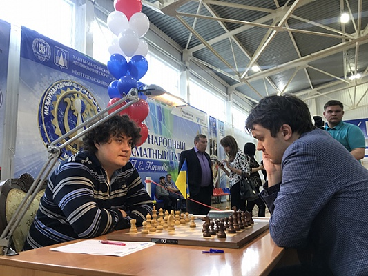 Anton Korobov and Vladimir Fedoseev during their first round game at the Karpov Poikovsky Tournament
