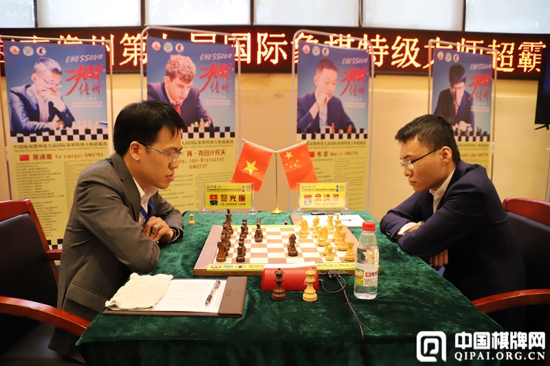 Yu Yangyi and Le Quang Liem during their first round encounter at the Danzhou Masters
