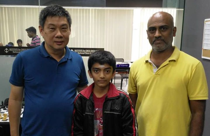 Gukesh with father and Peter Long