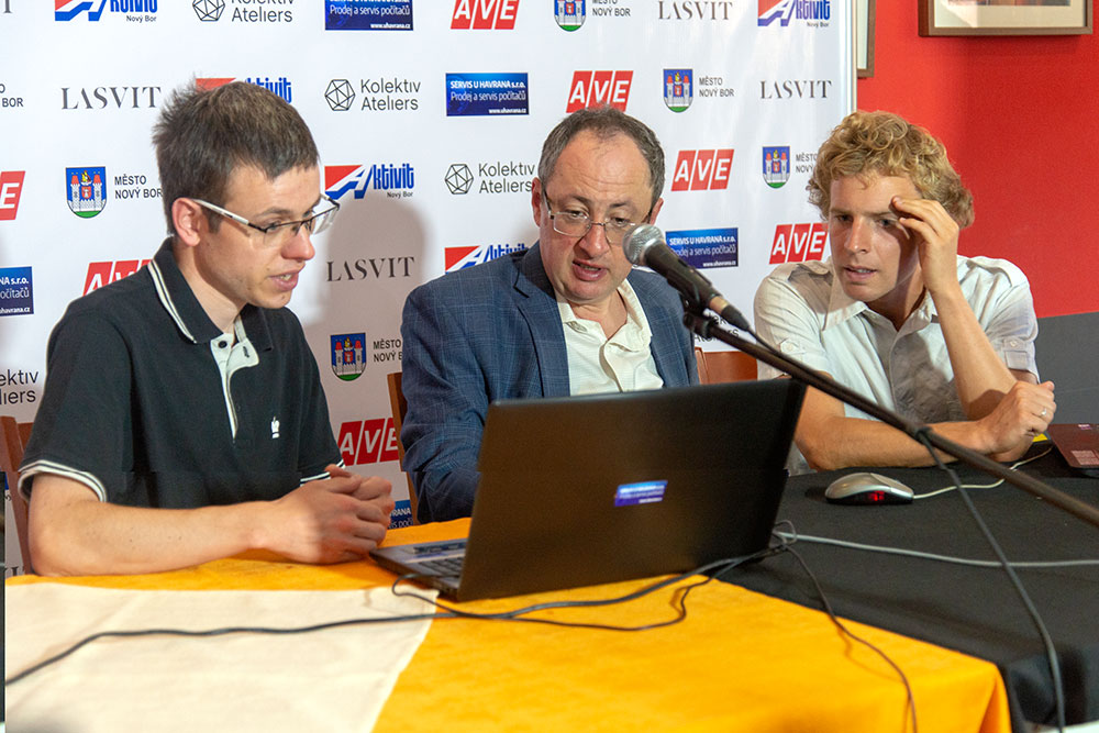 Navara, Gelfand and Laznicka