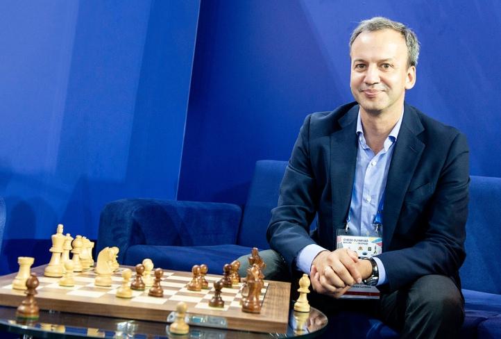 https://en.chessbase.com/portals/all/2020/07/international-chess-day/Dvorkovich-FIDE.jpg