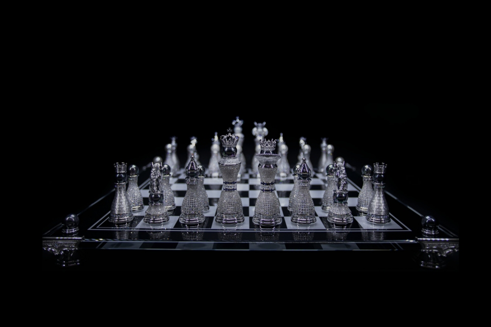 The World S Most Expensive Chess Set The Pearl Royale Chessbase